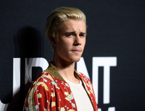 Justin Bieber Says He's 'Struggling a Lot,' Asks Fans to Pray for Him